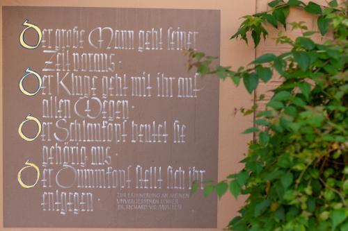 Schöne Kalligrafien im Innenhof